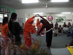 Maleny, Australia, Evening program